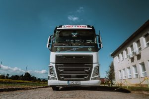 Volvo FH VTA3T s návesom LV141YT