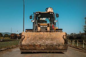 CAT 444 F2 rozbíjanie betónov