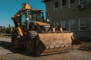 Traktorbager CAT 444 F2 zemné a výkopové práce
